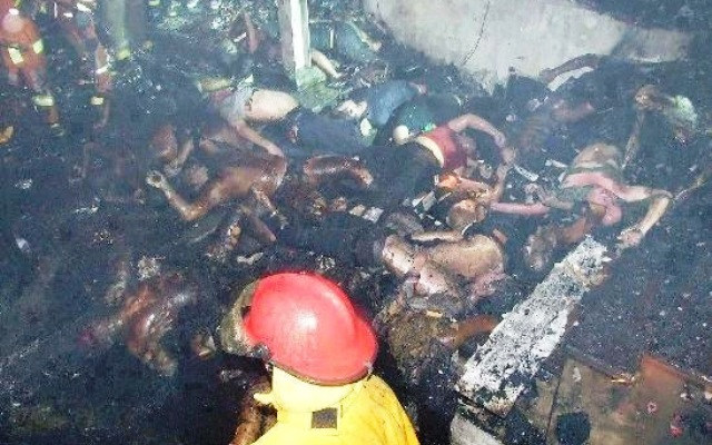 Corpos carbonizados no incêndio da boate Kiss