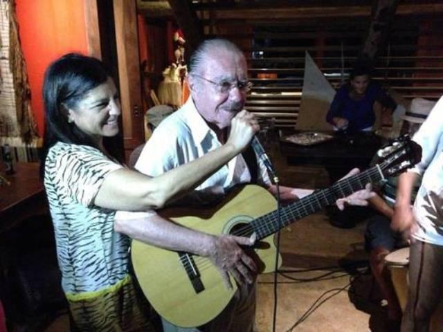 Cantoria. Sarney soltou a voz na festa de aniversário da filha Roseana Album de família